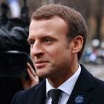 Macron gra bronią nuklearną. O co?