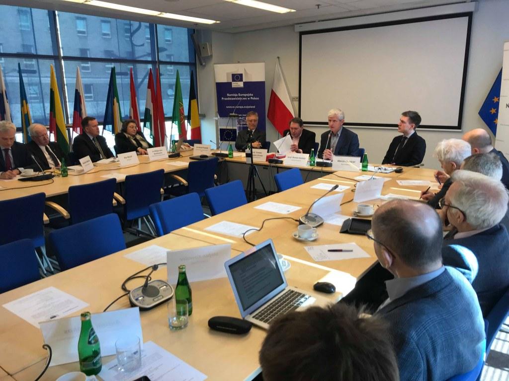 """Nagranie z debaty """"Dokąd zmierza polityka obronna UE?"""" wokół raportu prof. Grosse"""