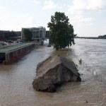 Suszą i powodzią